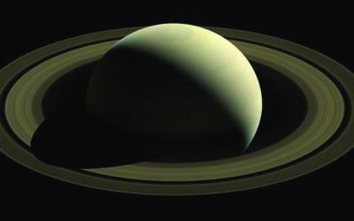 Saturne s'incline devant la fuite de ses satellites